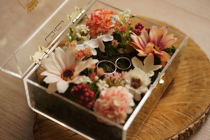 Wedding Ring Box with Flower by NINbox.box - 002