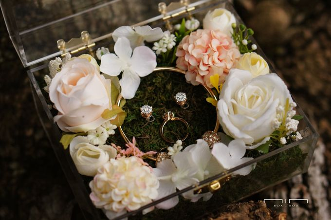 Wedding Ring Box with Flower by NINbox.box - 008