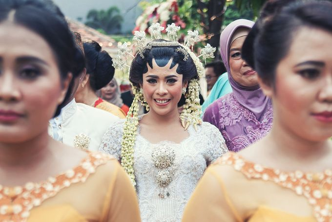 Wedding of Ajeng and Yudhi by: Gofotovideo by GoFotoVideo - 023