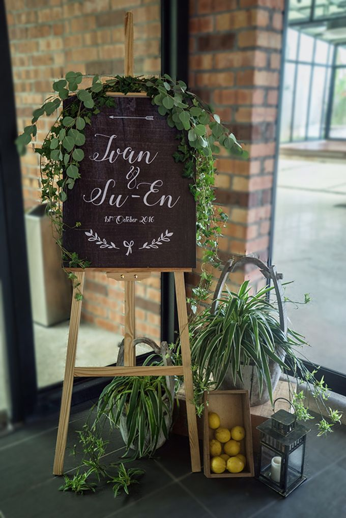 Gorgeous Outdoor Wedding by Spring Cottage - 005