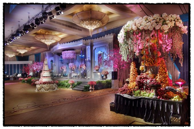 Beautiful Wedding Light of Andrew & Agnes by Etcetera Lighting - 001