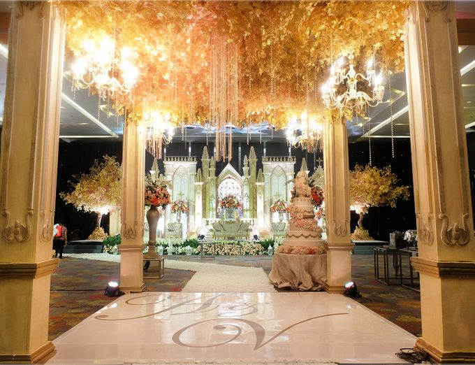 The Wedding of Andrew & Vina - Holiday Inn Kemayoran by The Swan Decoration - 004