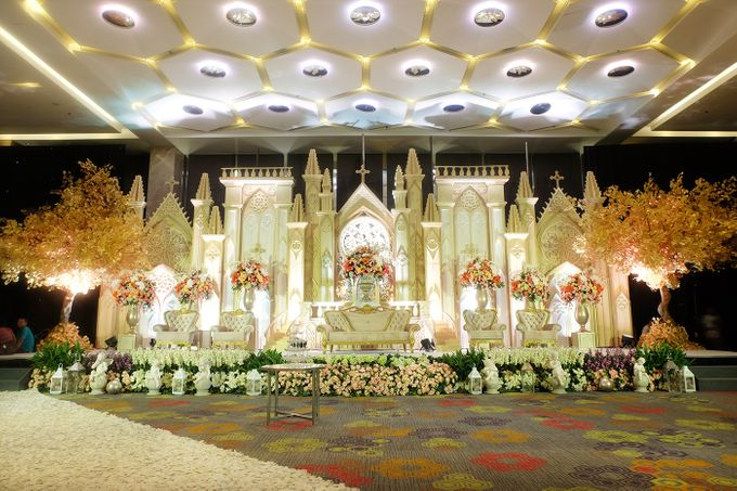 The Wedding of Andrew & Vina - Holiday Inn Kemayoran by The Swan Decoration - 006