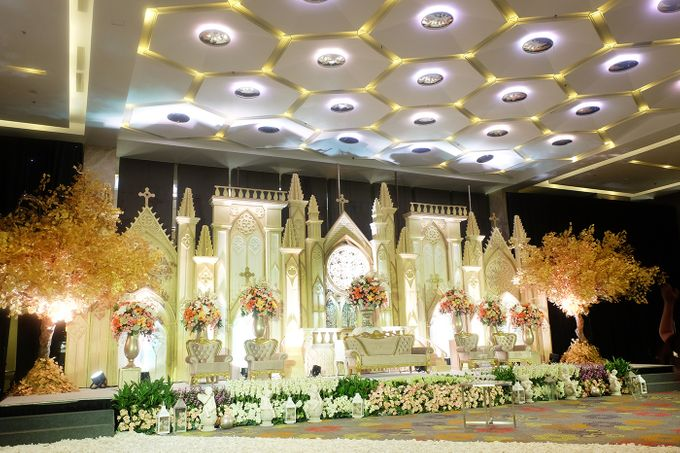 The Wedding of Andrew & Vina - Holiday Inn Kemayoran by The Swan Decoration - 009
