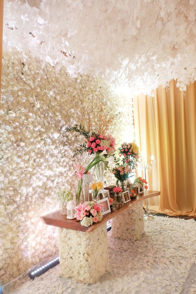 The Wedding of Andrew & Vina - Holiday Inn Kemayoran by The Swan Decoration - 020
