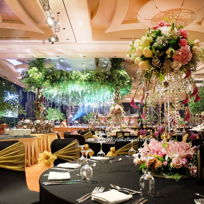 Sheila suhaeli kalla aditya wedding decorations by yulika florist add to board sheila suhaeli kalla aditya wedding decorations by suryanto decoration 002 junglespirit Gallery