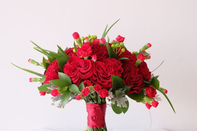 Red Rose Garden Bouquet by Il Fiore - 001