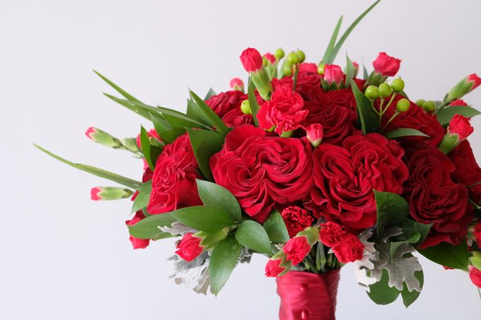 Red Rose Garden Bouquet by Il Fiore - 002