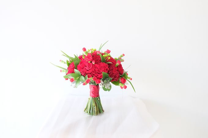 Red Rose Garden Bouquet by Il Fiore - 005
