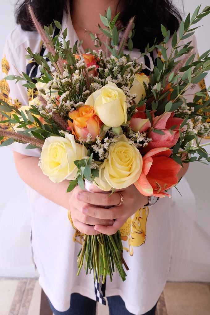 Natural Rustic Bouquet by Il Fiore - 006