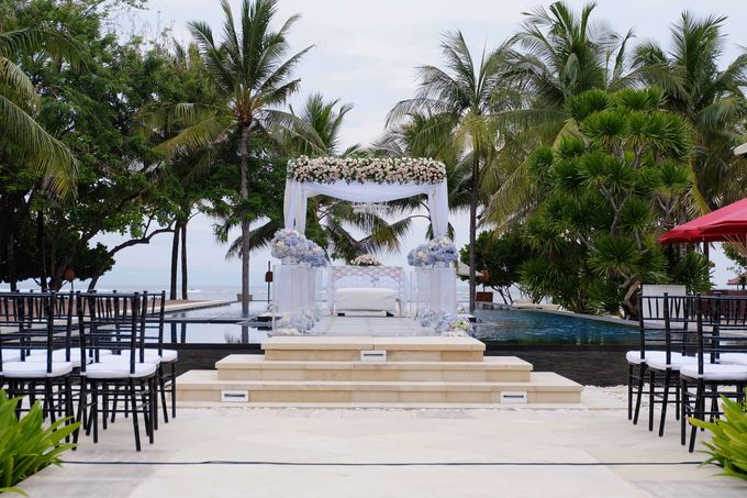 Wedding and Dinner of Christopher & Nindy by The Royal Santrian Luxury Beach Villa - 004