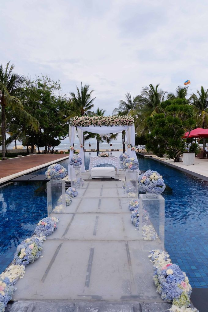 Wedding and Dinner of Christopher & Nindy by The Royal Santrian Luxury Beach Villa - 007