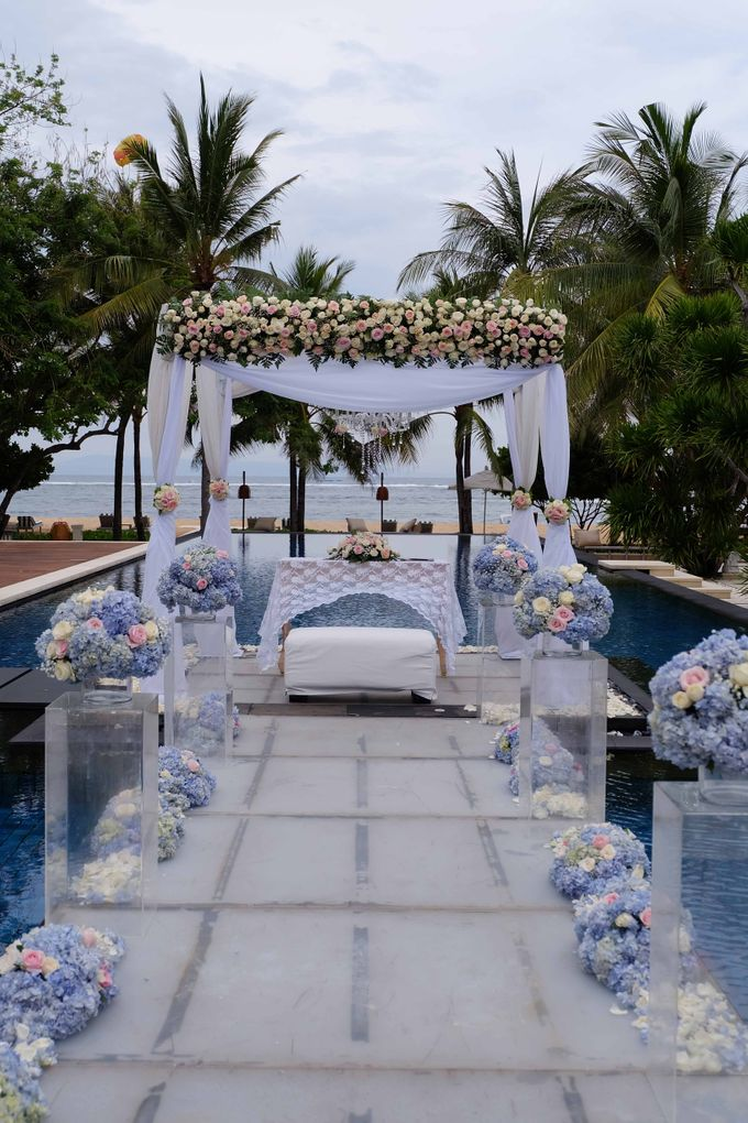 Wedding and Dinner of Christopher & Nindy by The Royal Santrian Luxury Beach Villa - 008