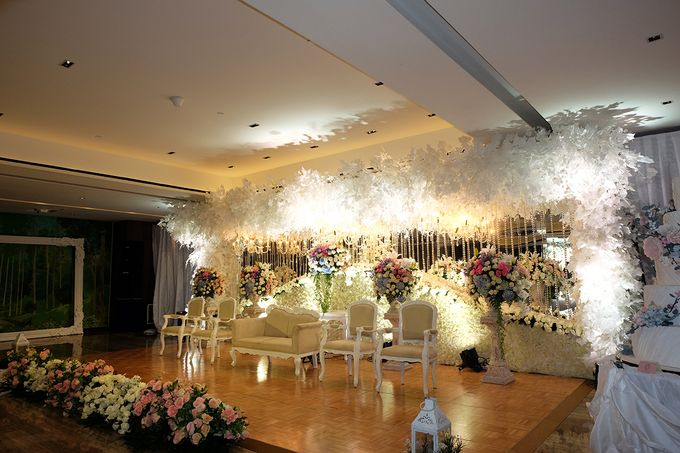 The Wedding of Marshal & Maya - Grand Hyatt on Five by The Swan Decoration - 015