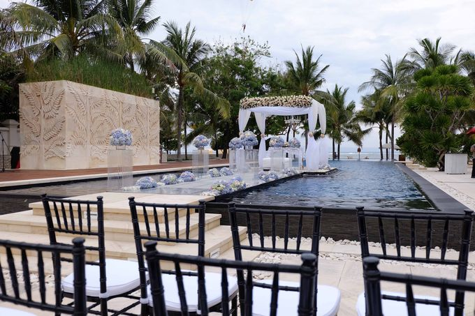 Wedding and Dinner of Christopher & Nindy by The Royal Santrian Luxury Beach Villa - 009
