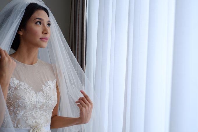 Brigita & Andrew Wedding by Barli Asmara Couture - 002