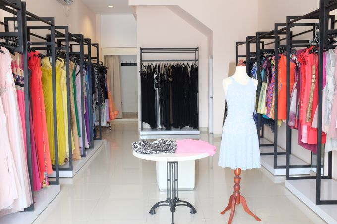 OUR SHOWROOM (PONDOK INDAH & KEDOYA) by The Dresscodes Bridal - 009