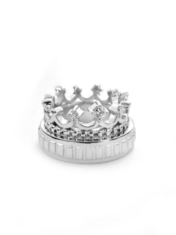 Crown wedding band by Reine - 001