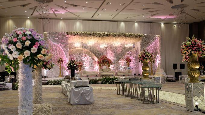 Wedding of rian lisa by novotel tangerang bridestory add to board wedding of rian lisa by novotel tangerang 008 junglespirit Images