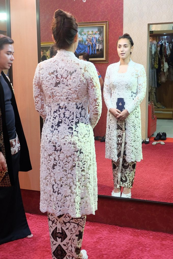 WEDDING CEREMONY KEBAYA MODERN / TRADISIONAL by DELMORA - 003