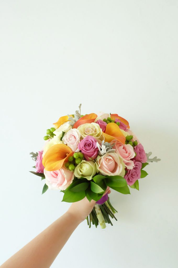Tropical Blush Beach Bouquet by Il Fiore - 003