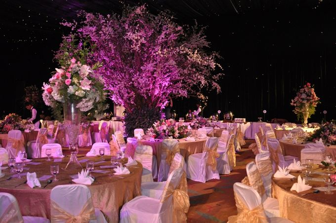 Wedding decoration by aryaduta medan bridestory add to board wedding decoration by aryaduta medan 003 junglespirit Image collections