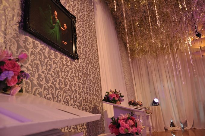 Wedding decoration by aryaduta medan bridestory add to board wedding decoration by aryaduta medan 005 junglespirit Images
