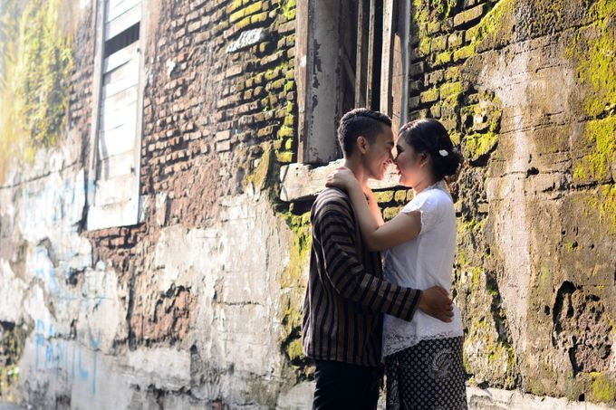 Out door photo prewedding concept by headroom picture - 002