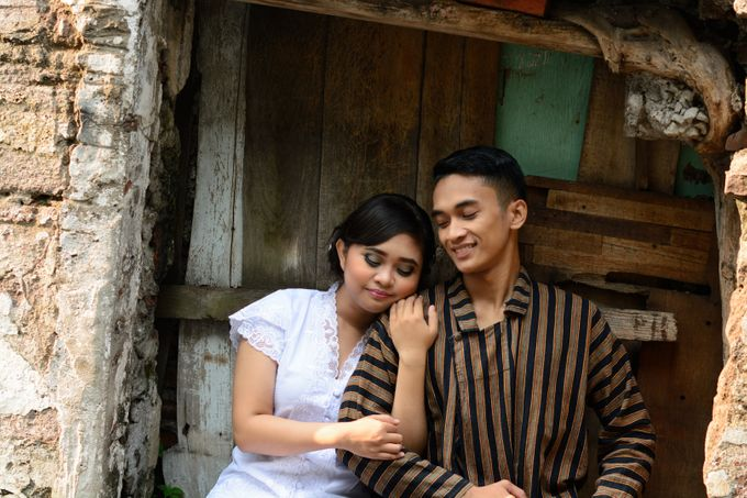 Out door photo prewedding concept by headroom picture - 012