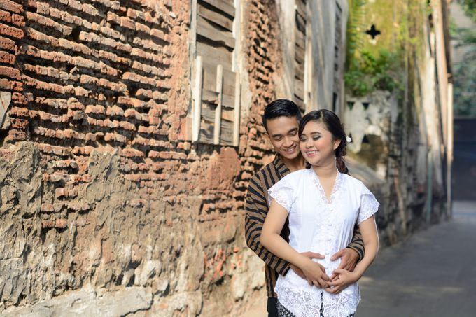 Out door photo prewedding concept by headroom picture - 010