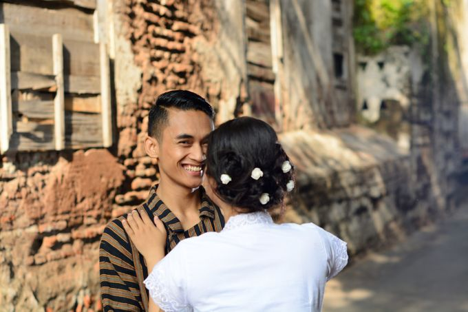Out door photo prewedding concept by headroom picture - 009