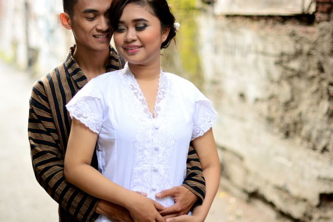 Out door photo prewedding concept by headroom picture - 008