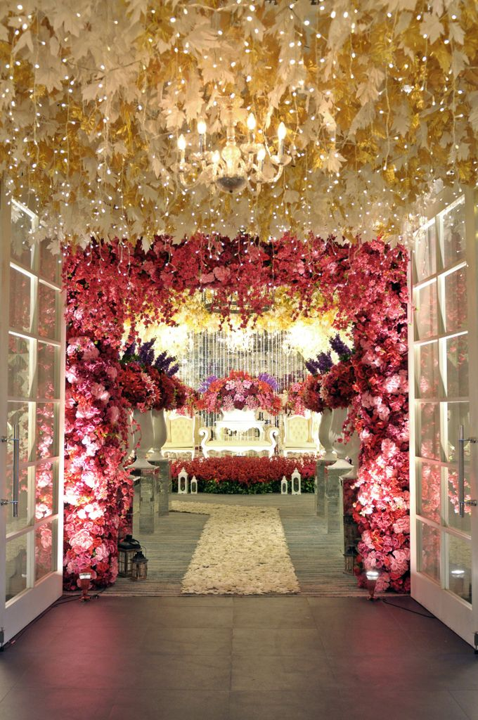 Red white wedding decoration by four points by sheraton bandung add to board red white wedding decoration by four points by sheraton bandung 001 junglespirit Images