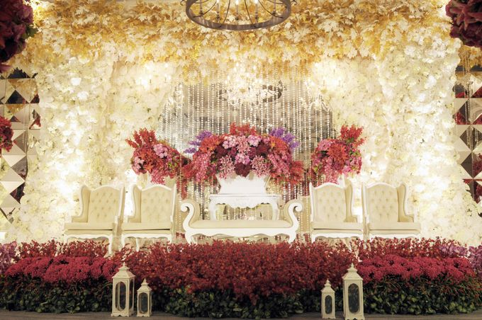 Red white wedding decoration by four points by sheraton bandung add to board red white wedding decoration by four points by sheraton bandung 003 junglespirit Images