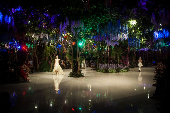 Fashion Show Sebastian Gunawan A Mid Summer Night Dream by Etcetera Lighting - 005