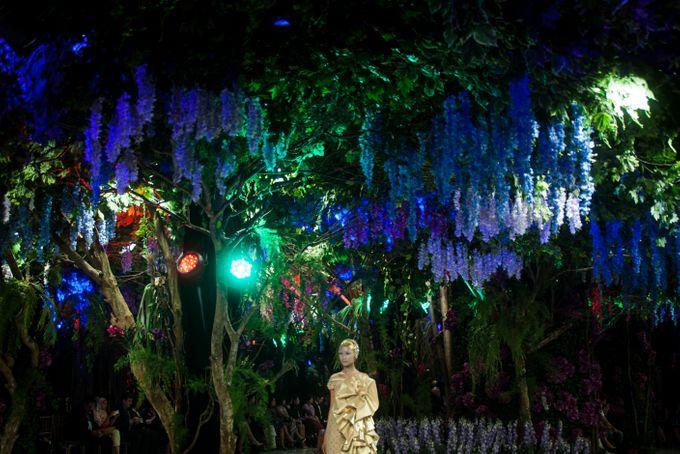 Fashion Show Sebastian Gunawan A Mid Summer Night Dream by Etcetera Lighting - 008