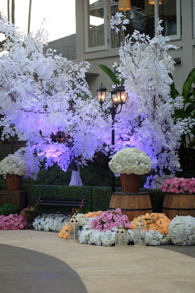 Wedding decoration at poolside by sheraton bandung hotel towers add to board wedding decoration at poolside by sheraton bandung hotel towers 004 junglespirit Gallery