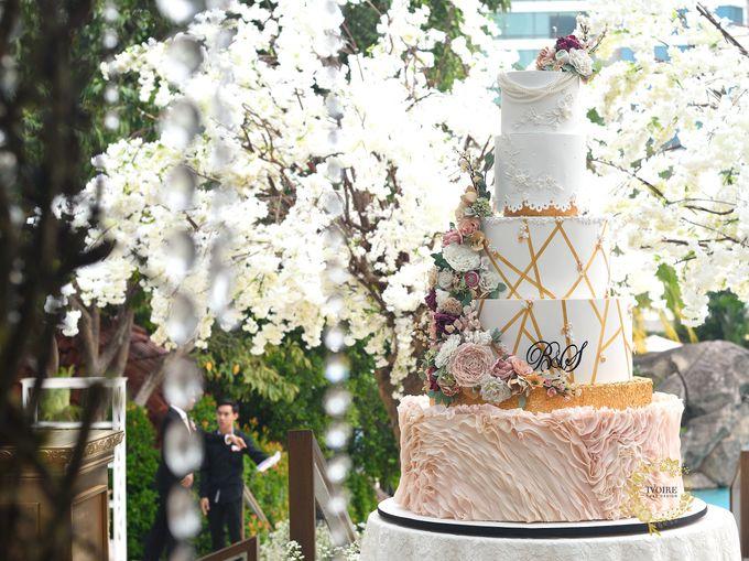 Elegant & Contemporary - Grand Hyatt OnFive by Ivoire Cake Design - 001
