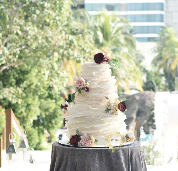 Three Tier Ruffle Theme - Grand Hyatt OnFive by Ivoire Cake Design - 002