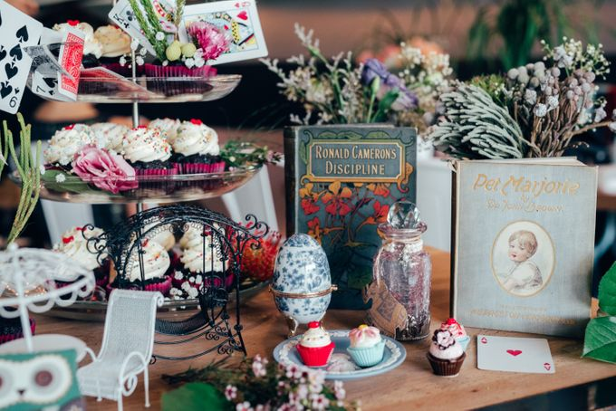 Madhatter's Party Themed Shoot x Melissa Koh by Ever & Blue Floral Design - 003
