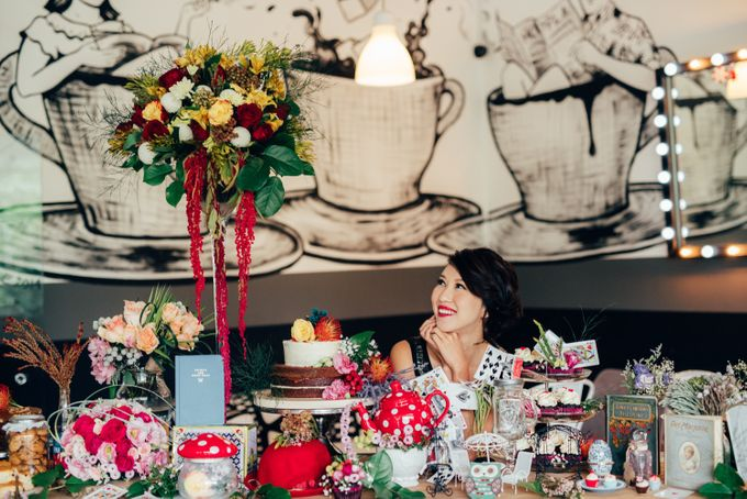 Madhatter's Party Themed Shoot x Melissa Koh by Ever & Blue Floral Design - 013