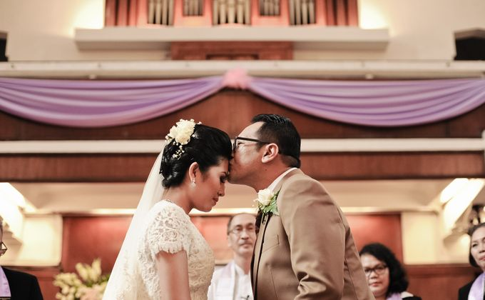 Henny & Erwin Wedding by Yoga Septa Make Up Artist - 001