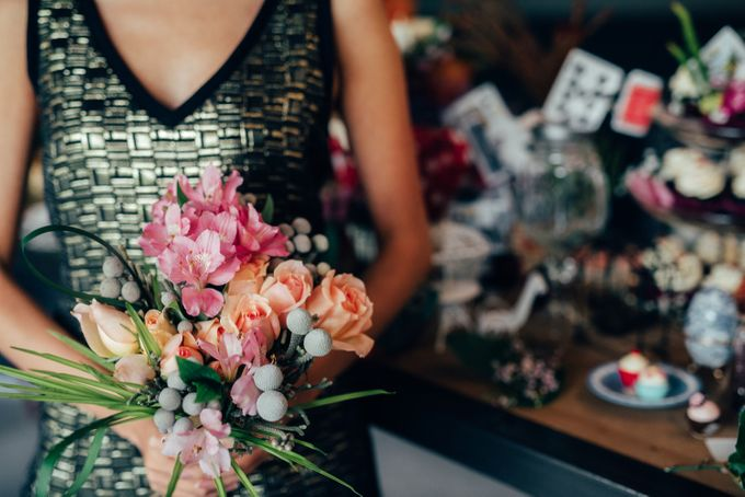 Madhatter's Party Themed Shoot x Melissa Koh by Ever & Blue Floral Design - 018