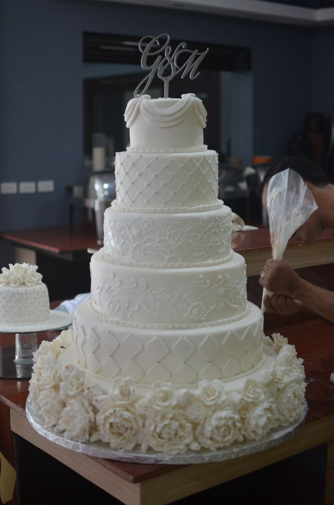 All white Wedding cake by Lemonicafe & Restaurant Boracay ...