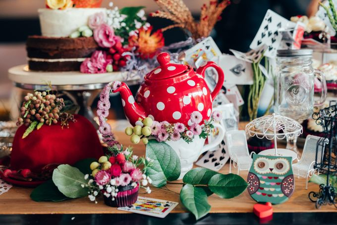 Madhatter's Party Themed Shoot x Melissa Koh by Ever & Blue Floral Design - 035