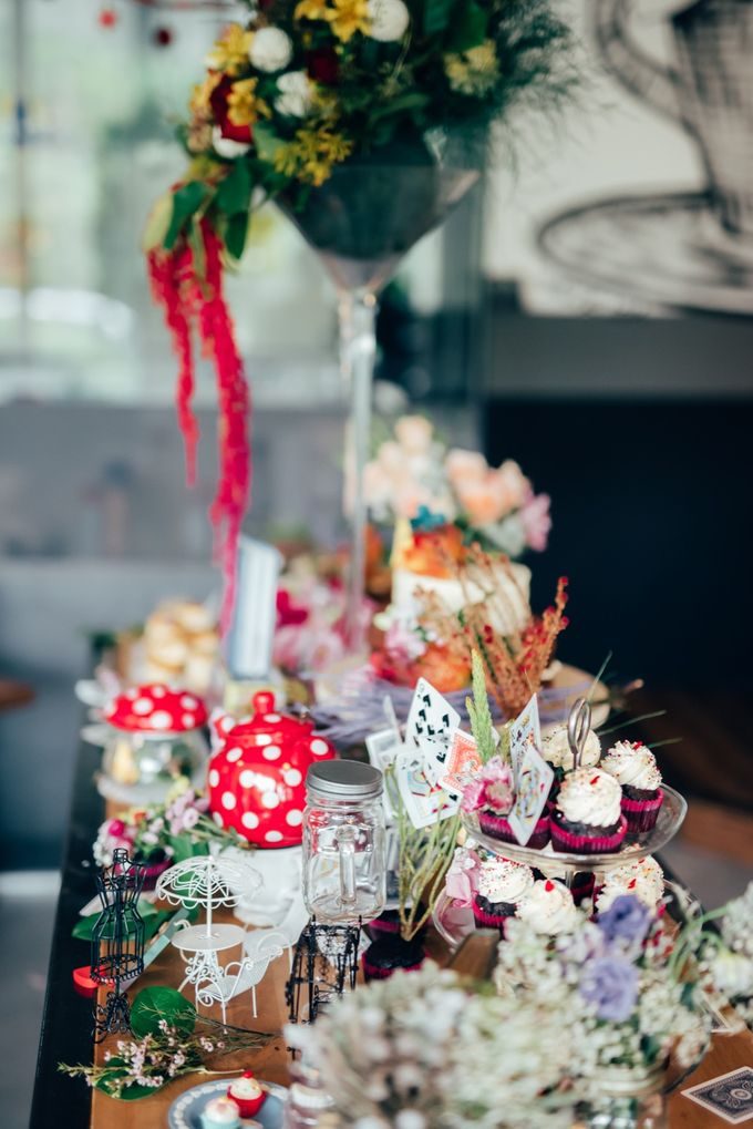Madhatter's Party Themed Shoot x Melissa Koh by Ever & Blue Floral Design - 042
