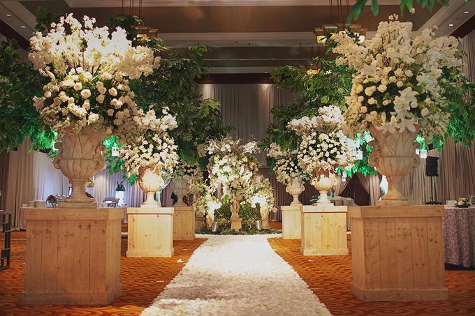 Garden ballroom wedding in jakarta by juzzon productions add to board garden ballroom wedding in jakarta by lotus design 006 junglespirit Gallery