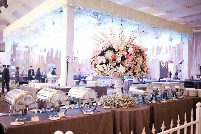Wedding of dicky elviera by fairytale organizer bridestory add to board wedding of dicky elviera by lasika production 001 junglespirit Images