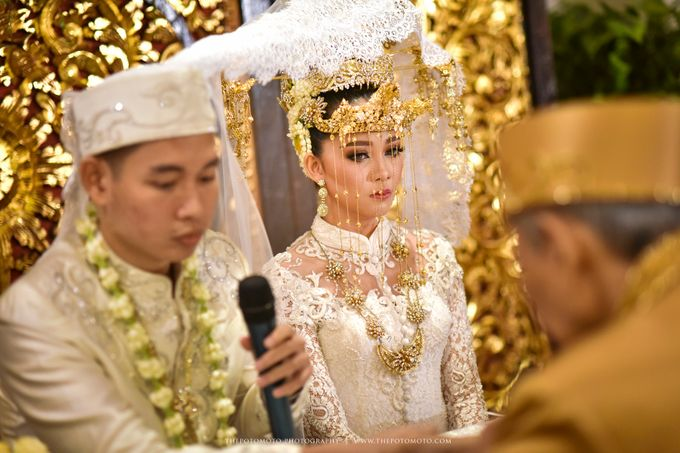 Emma + Bagus Wedding by Thepotomoto Photography - 010