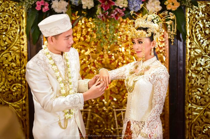 Emma + Bagus Wedding by Thepotomoto Photography - 011